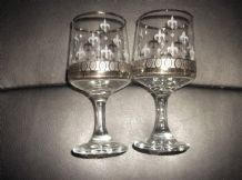 2 X VINTAGE SILVERED & WHITE FEATHER PLUME RETRO DESIGN SHERRY PORT WINE GLASSES